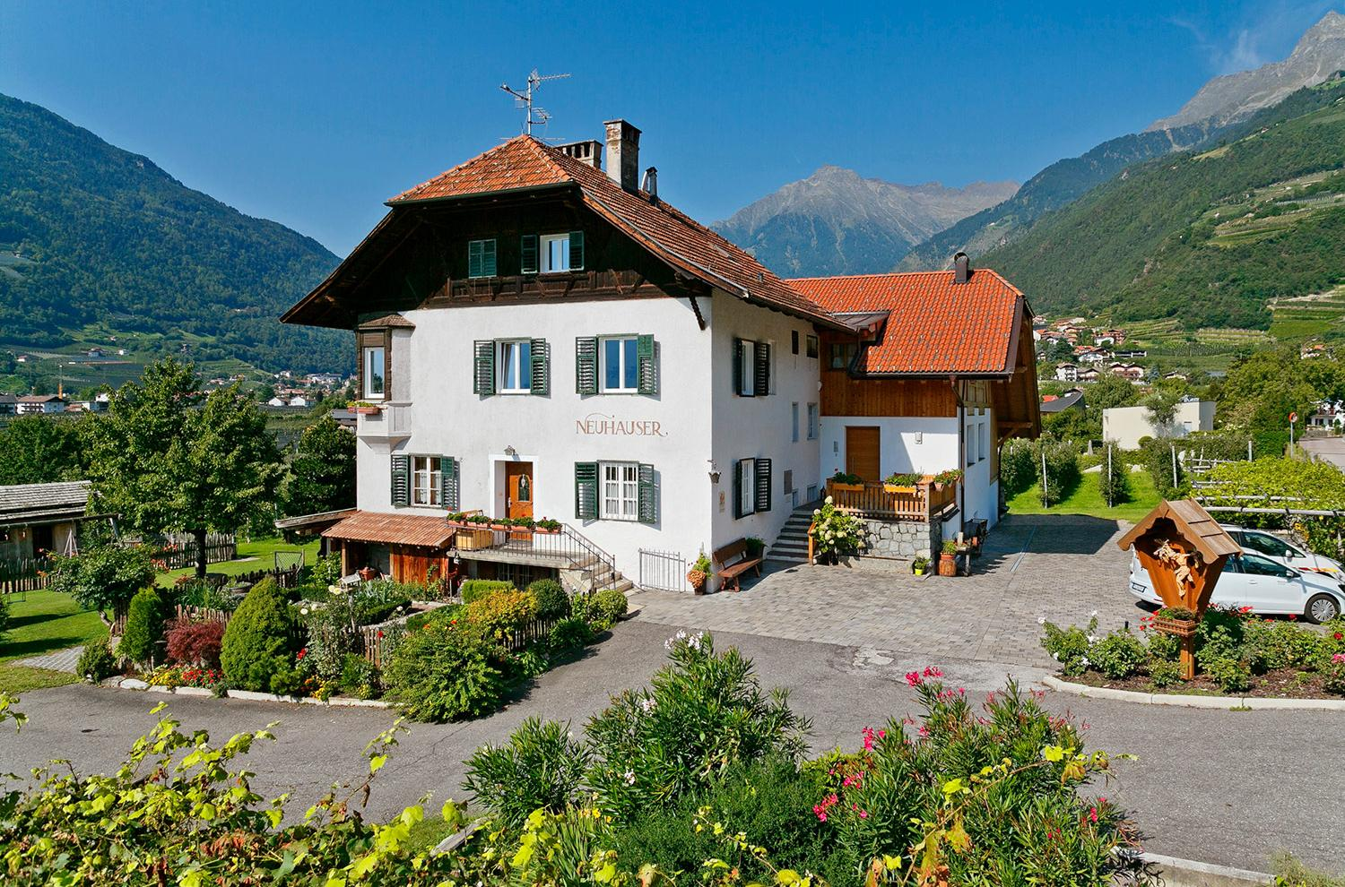 Neuhauserhof - farm in Merano